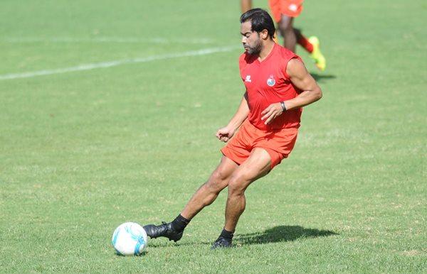 Carlos Ruiz volvió a los entrenamientos con Municipal este miércoles en el estadio Manuel Felipe Carrera.