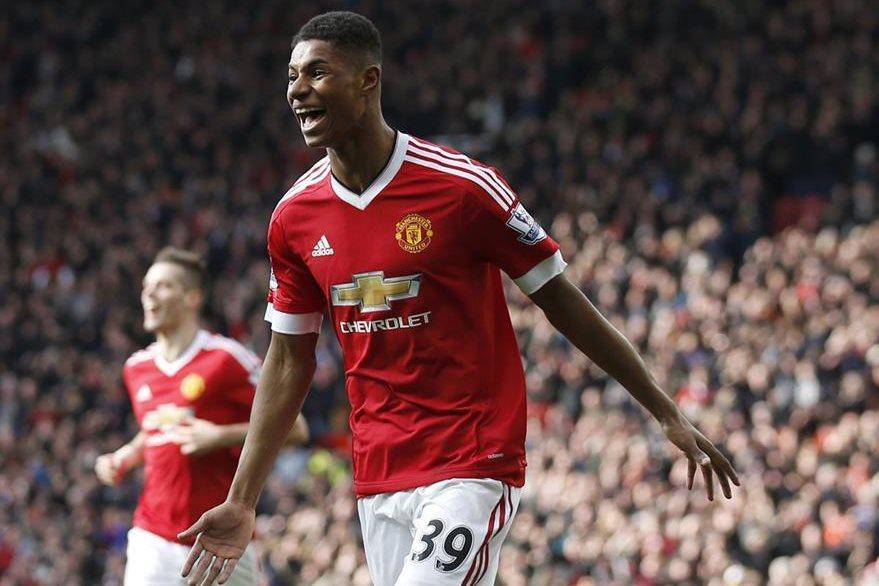 Marcus Rashford se ha convertido en la nueva joya del Manchester United que ha nacido desde las fuerzas básicas. (Foto Prensa Libre: AP)