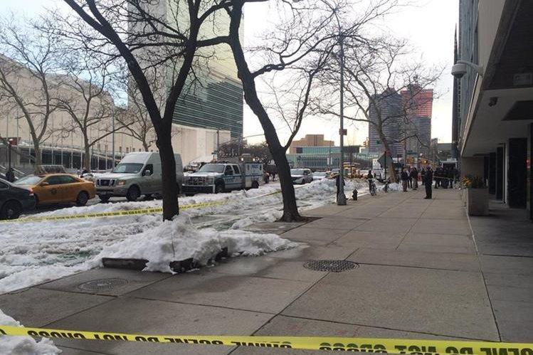 El edificio situado frente al complejo de la ONU en Nueva York fue desalojado. (Foto Prensa Libre: EFE).