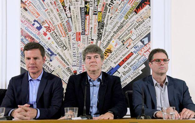 Víctimas del abuso sexual en Chile: Jose Andrés Murillo (derecha), James Hamilton (centro) y Juan Carlos Cruz (izquierda), en una rueda de prensa en Roma. (GETTY IMAGES)