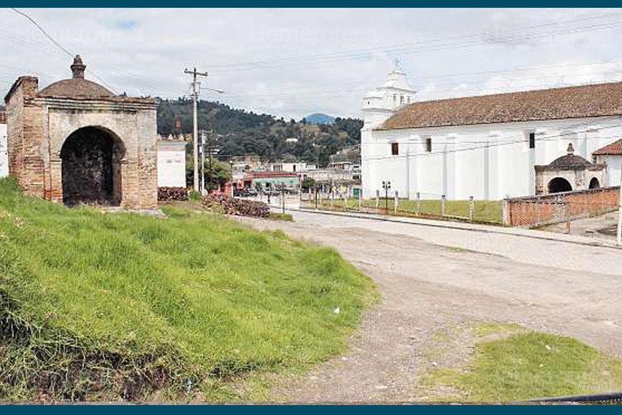Una vista muestra dos de las capillas de San Cristóbal Totonicapán. (Foto: Hemeroteca PL)