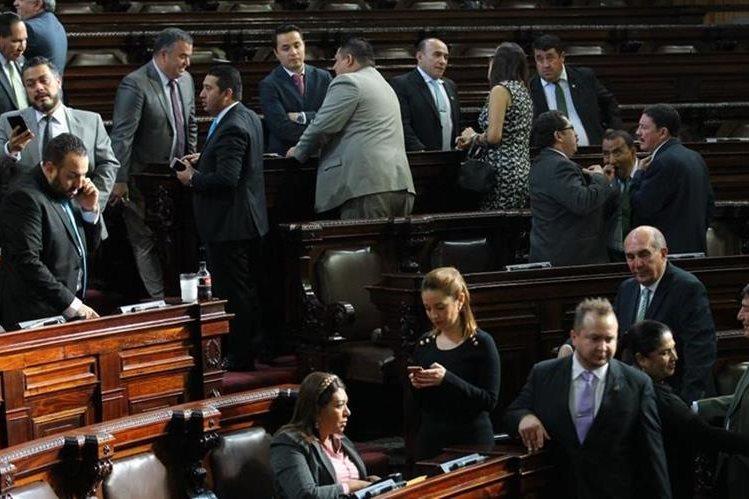 Diputados discuten previo a la votación del Presupuesto para el Legislativo. (Foto: Carlos Álvarez)