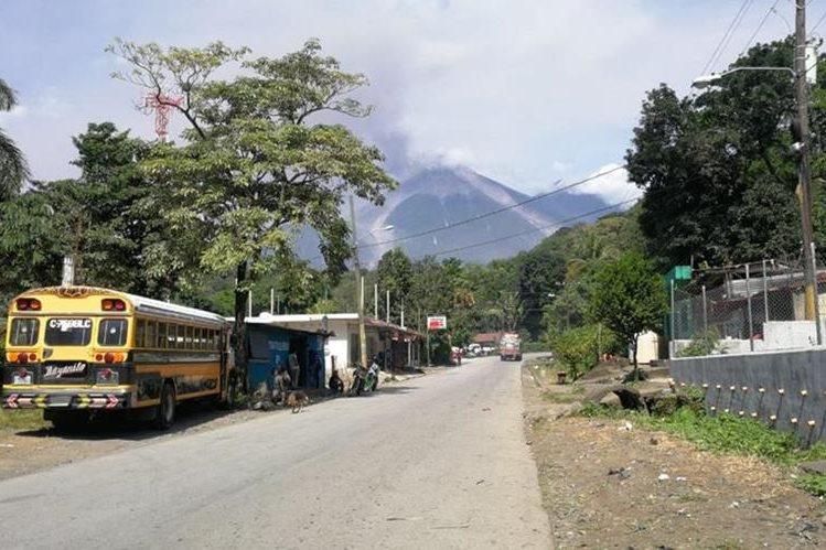 El volcán de Fuego hizo erupción durante más de 10 horas de forma lenta y gradual, según el informe de las autoridades. (Foto Prensa Libre: Erick Ávila)