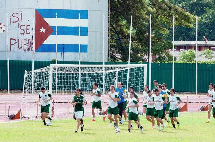 Los jugadores del New York Cosmos se entrenarn este lunes en el estadio  Pedro Marrero. (Foto Prensa Libre: AFP)