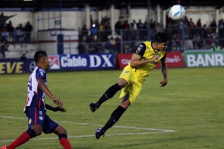 Xelajú MC no pudo aguantar el triunfo frente a los cremas este sábado. (Foto Prensa Libre: Carlos Ventura)