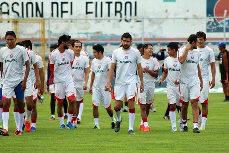 Los jugadores de Xelajú MC se entrenan para el retorno de la Liga Nacional. (Foto Prensa Libre: Carlos Ventura).
