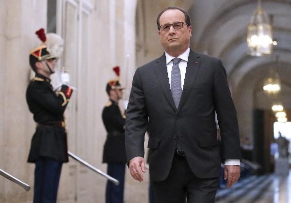 """Francois Hollande, presidente francés señaló que """"la vida debe retomarse por completo""""."""