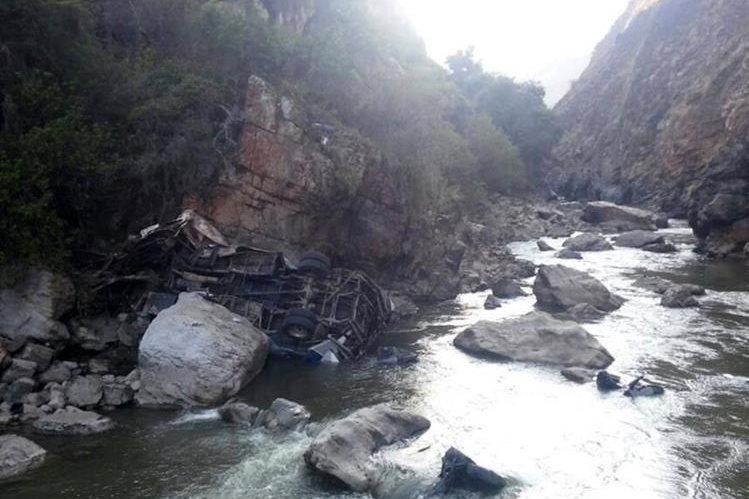 Río a donde cayó el autobús y murieron 12 policías.