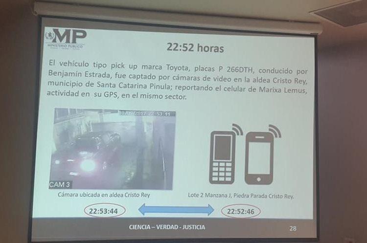 Una cámara de vigilancia capta el picop que conducía Estrada en su paso por Cristo Rey en Santa Catarina Pinula. (Foto Prensa Libre: MP)