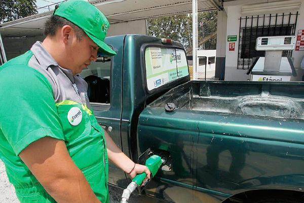 Siete vehículo han comenzado a utilizar la mezcla del 5% de etano y el 95% de gasolina superior sin aditivos.