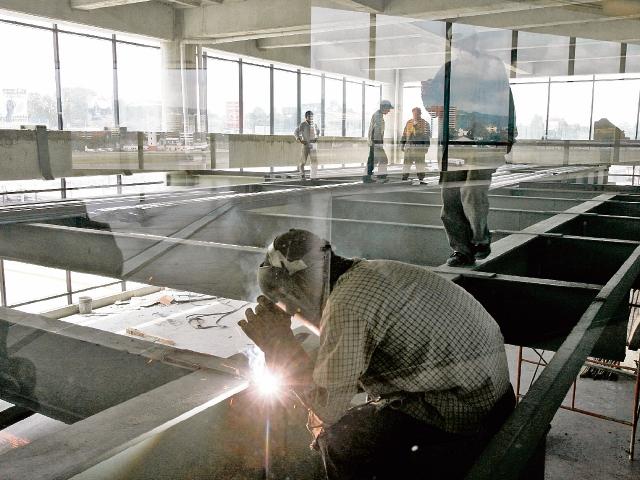 A pesar de la remodelación del 2006, el Aeropuerto Internacional La Aurora funciona con deficiencias. Los gastos generaron dudas.