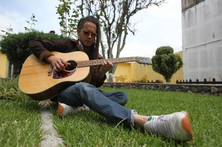 Vicente García promociona temas del álbum A la mar, producción con la que está postulado en los Latin Grammy. (Foto Prensa Libre: Keneth Cruz)