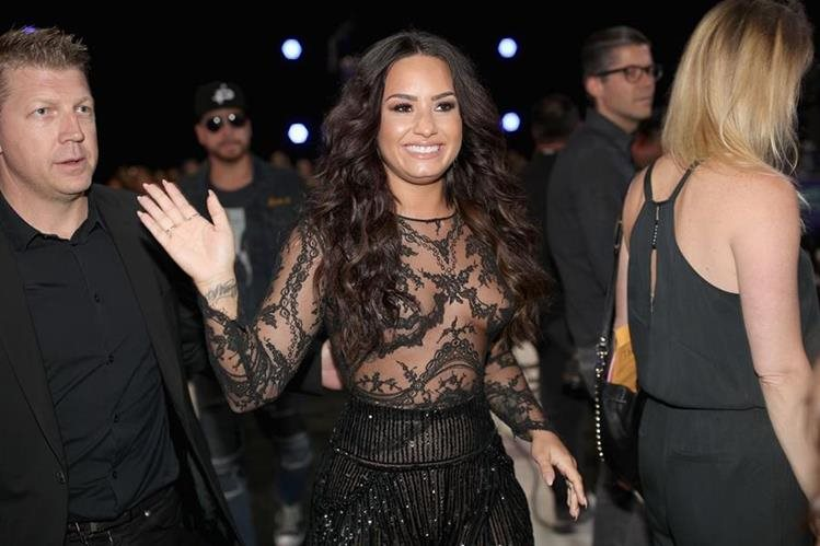 La cantante Demi Lovato estuvo entre las primeras celebridades en llegar a la ceremonia de los MTV Video Music Awards. (Foto Prensa Libre: AFP).