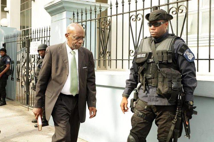 Jack Warner recibe otra dura noticia luego de que se le comunicará su extradición. (Foto Prensa Libre: EFE)