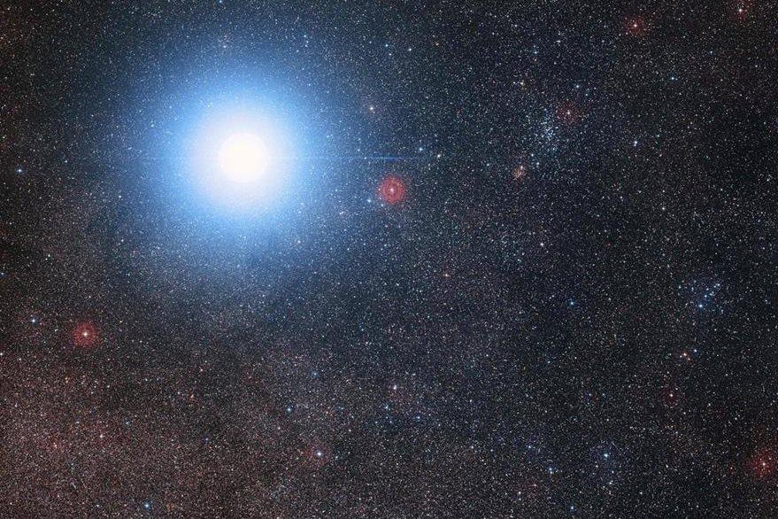 Ilustración de la constelación Alfa Centauro, cerca de la cual, los científicos descubrieron recientemente un planeta potencialmente habitable. (Foto Prensa Libre: AFP).