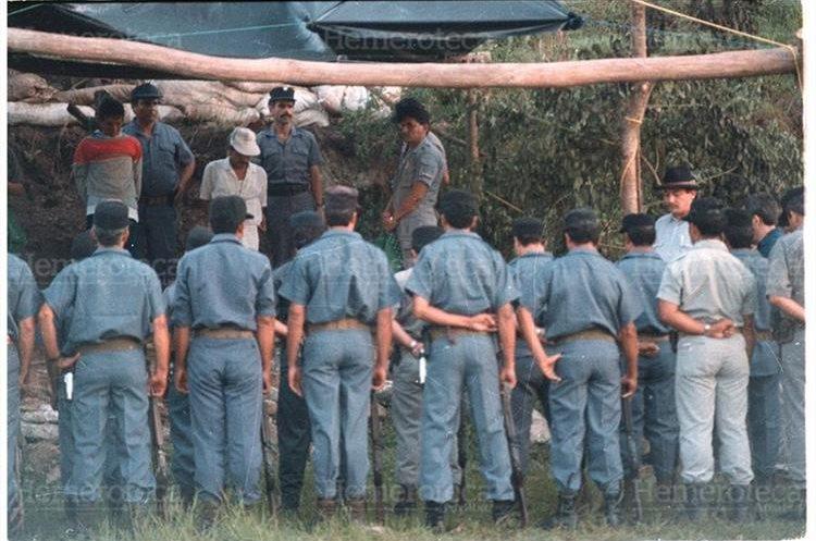 Roberto Girón y Pedro Castillo Mendoza, fueron los últimos ejecutados por medio del fusilamiento. 14/09/1996. (Foto: Hemeroteca PL)