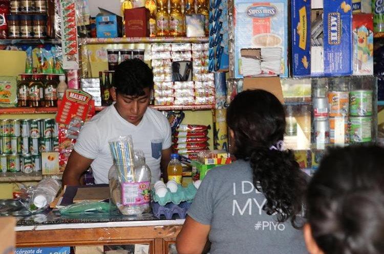 Doña Nohemí Vielman es muy conocida en las tiendas de Chiché, Quiché por su labor. (Foto Prensa Libre: Héctor Cordero)