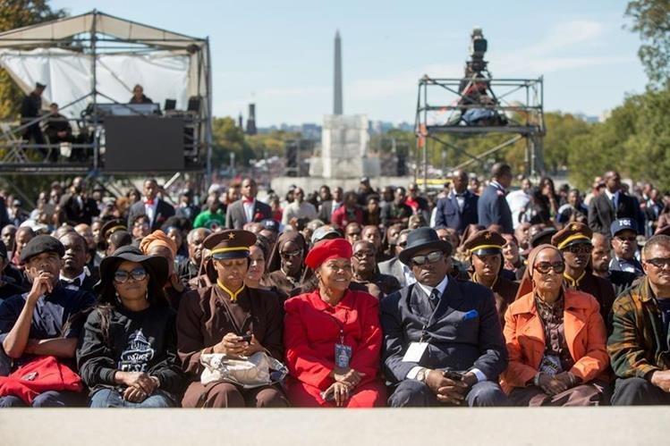 Miles de manifestantes se congregaron este sábado en Washington cerca del Capitolio. (Foto Prensa Libre: AFP).