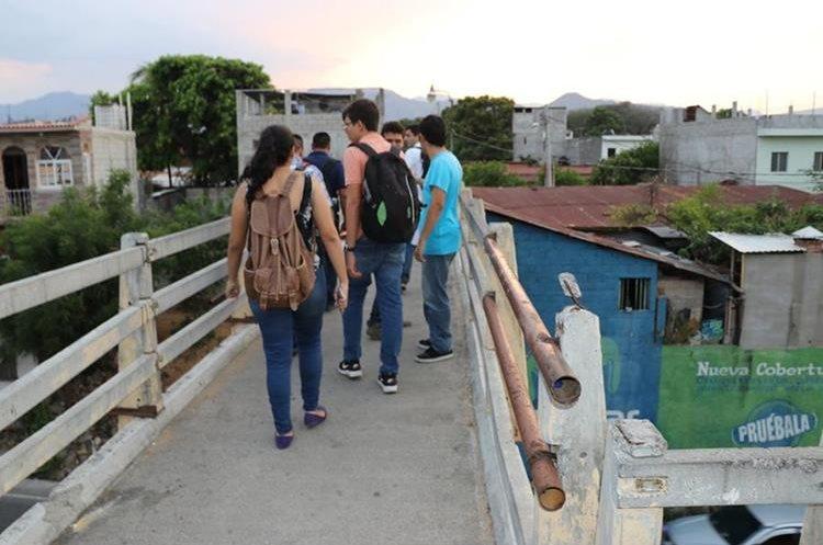 Pasarela donde fue atacado a balazos Edwin Daniel Paxtor Ventura en Chiquimula. Foto Prensa Libre: Mario Morales.