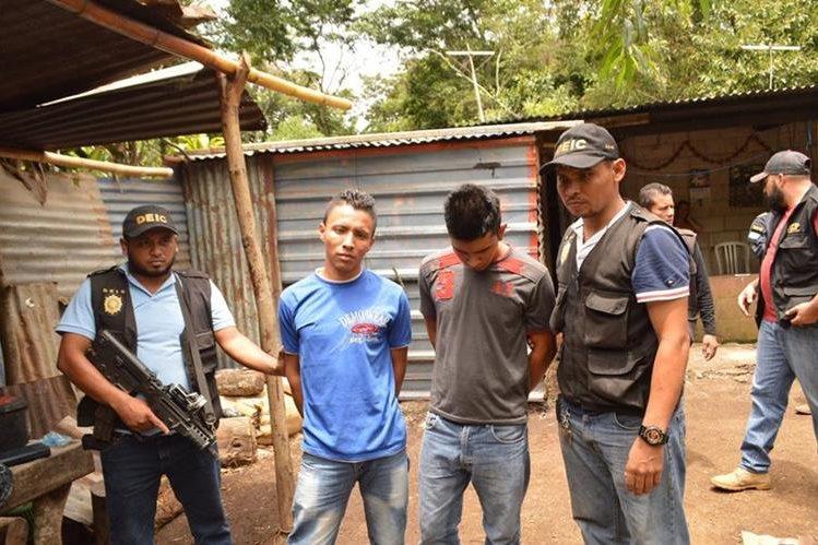 Localizan arma en fosa y capturan a implicados en crimen