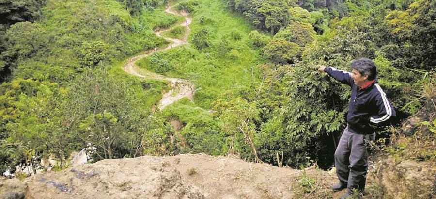 En la colonia Primero de Julio, zona 5 de Mixco, las fallas han causado daños en los sistemas de drenajes.(Prensa Libre: Hemeroteca PL)