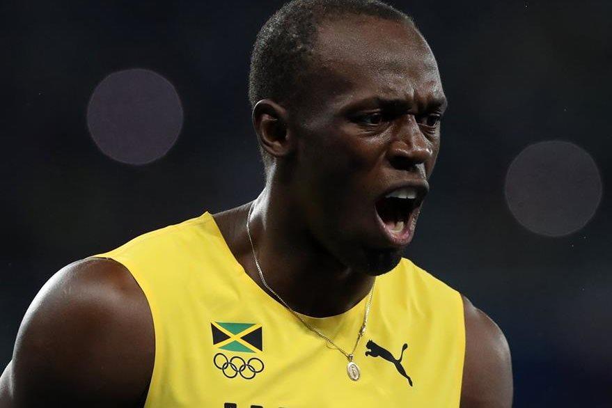 El rey Usain Bolt festeja en Río 2016 su oro en 200 metros planos. (Foto Prensa Libre: AP)
