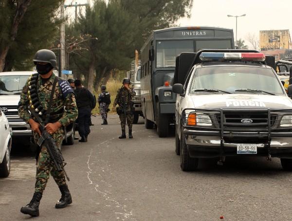 Fuerzas de la Marina Armada de México rescató a 49 migrantes provenientes de Centroamérica.(EFE9