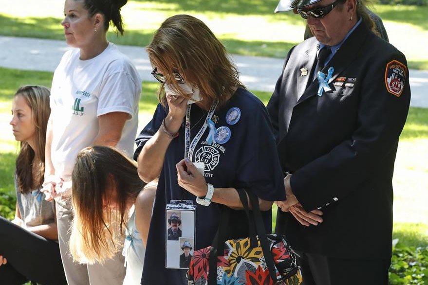 La tristeza imvade a familiares de víctimas. (AP)
