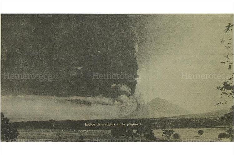 El 15/10/74 el Volcán de Fuego lanza densas columnas de ceniza y arena. (Foto: Hemeroteca PL)