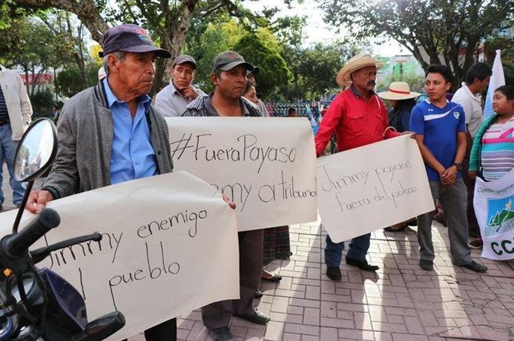 Vecinos de Quiché se organizaron para protestar contra Jimmy Morales y su decisión sobre Cicig. (Foto Prensa Libre: Héctor Cordero)