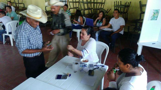 Desde tempranas horas la población de Quesada acuede a las urnas para emitir su sufragio. (Foto Prensa Libre: Oscar Figueroa)