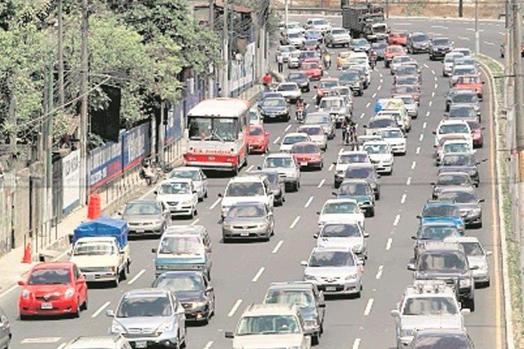 La afluencia vehícular molesta a los conductores. (Foto Prensa Libre: Hemeroteca PL)