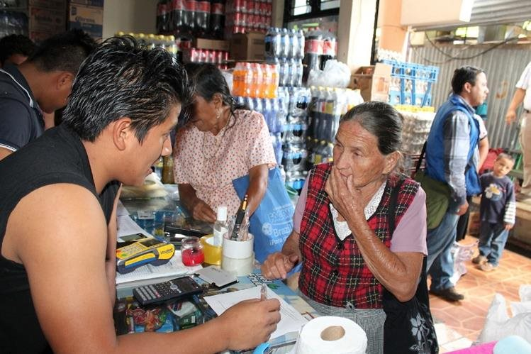 Chuarrancho fue el primer municipio donde se entregó la tarjeta de débito para la transferencia monetaria de alimentos. (Foto Prensa Libre: Mides)