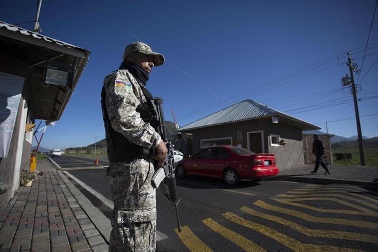 Los esfuerzos de la Policía por frenar la violencia no dan resultado en México. (Foto Prensa Libre: EFE)