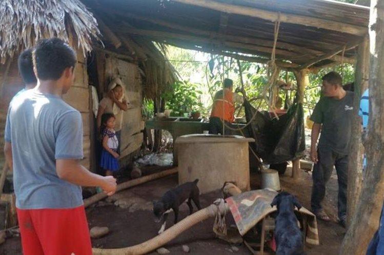 Una de las viviendas afectadas por el agua en San Andrés Villa Seca, Retalhuleu. (Foto Prensa Libre: Rolando Miranda).