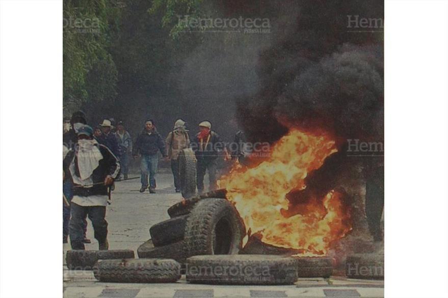Las hordas quemaron llantas en áreas donde se encuentran las oficinas de diplomáticos. (Foto: Hemeroteca PL)