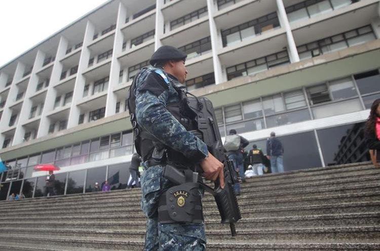 Allanamientos realizados en la Municipalidad de Guatemala. (Foto Prensa Libre: Érick Ávila)