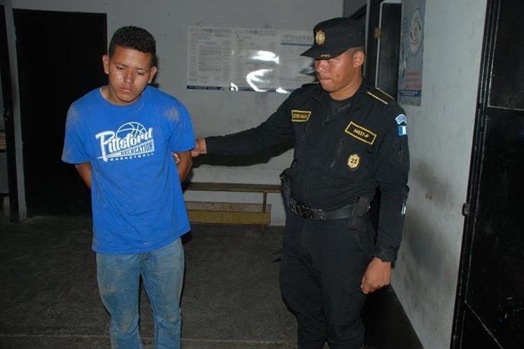 Roberto Antonio López Joya, de nacionalidad nicaragüense, fue detenido en la ciudad de Chiquimula. (Foto Prensa Libre: Mario Morales)
