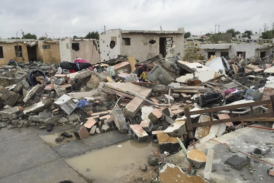 Panorama de la destrucción que causó el tornado en ciudad Acuña, México. (Foto Prensa Libre: AP).