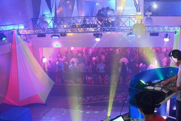 <p>Las discotecas carecen de paredes aislantes, por lo que el ruido que causan afecta a vecinos. (Foto Prensa Libre: Oswaldo Cardona)<br></p>