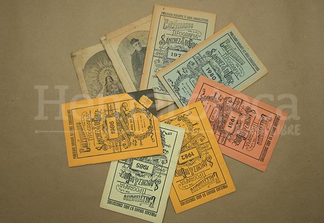 Tradicionales calendarios editados por la Tipografía Sánchez & De Guisse durante casi 100 años. (Foto: Hemeroteca PL)