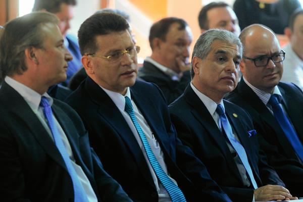 Sergio de la Torre, Ministro de Economía y Carlos Contreras, Ministro de Trabajo, defendieron el proyecto ante la CC. (Foto, Hemeroteca PL).