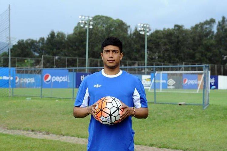 Edwin Rivas comenzó a entrenarse con los rojos este martes en el estadio Manuel Felipe Carrera. (Foto Prensa Libre).