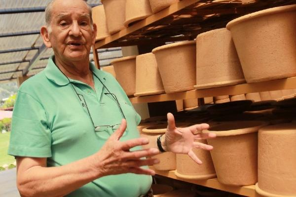 Mazariegos, creador del Ecofiltro, durante una entrevista con Prensa Libre en el 2014. (Foto Prensa Libre: Hemeroteca PL)