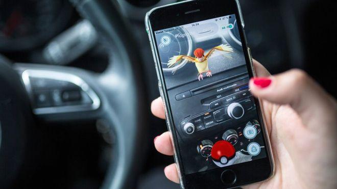 Uno de los casos registrados involucró a un conductor distraído por estar jugando Pokémon Go. (AFP)