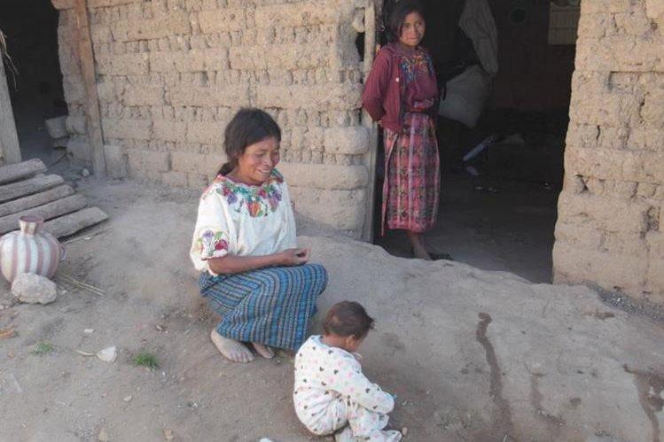 Danilo es uno de los afectados por la desnutrición infantil en Guatemala. El niño tiene 4 años pero no puede caminar, gatear ni hablar. (Foto Prensa Libre: Hemeroteca PL).