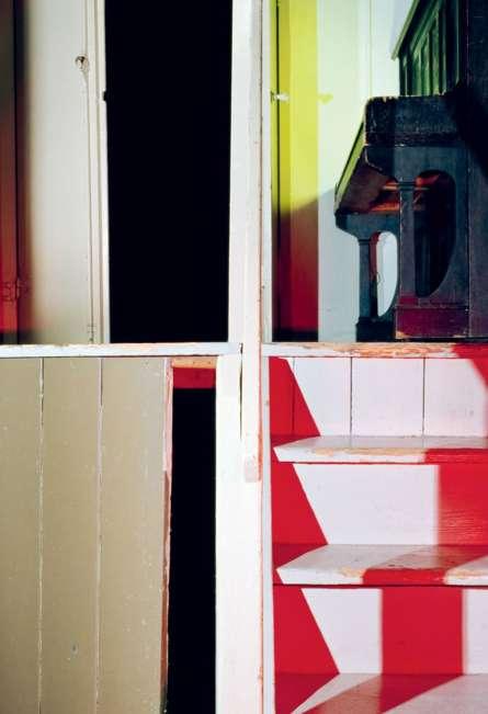 La Erbgericht ha sido una casa de huéspedes alemana por más de 100 años. Andrea Grützner crea imágenes fracturadas de su arquitectura. (Son Título (15), 2014, de la serie Erbgericht). ANDREA GRÜTZNER