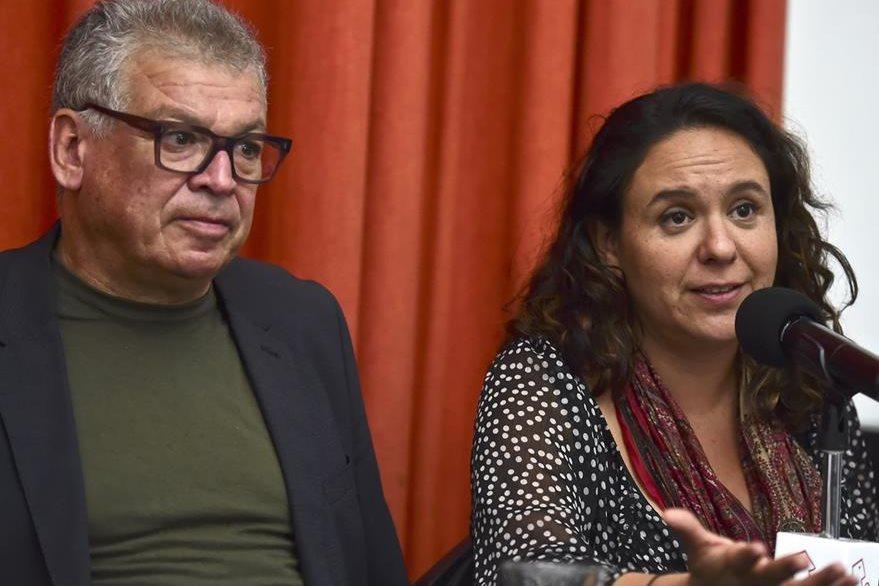 Los periodistas mexicanos Francisco Goldman y Marcela Turati. (Foto Prensa Libre: AFP).