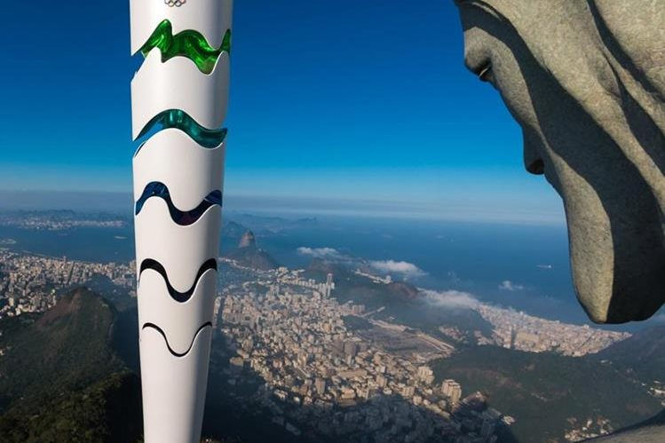 El Cristo de Corcovado también espera la llegada de los Juegos Olímpicos de Río 2016. (Foto Prensa Libre: AFP)