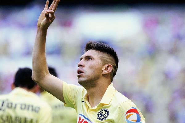 Oribe Peralta anotó en el juego que su equipo —América— doblegó al Cruz Azul, en la última fecha del futbol mexicano. (Foto Prensa Libre: AP)